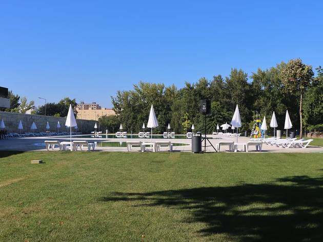 Piscina Verde no Parque Urbano da Cidade de Paredes