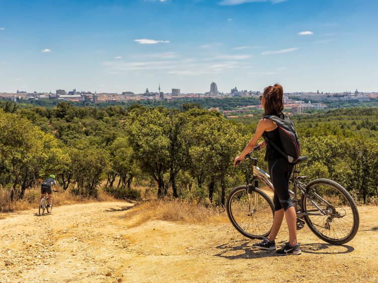 Recorrer la ciudad en bici o patinete