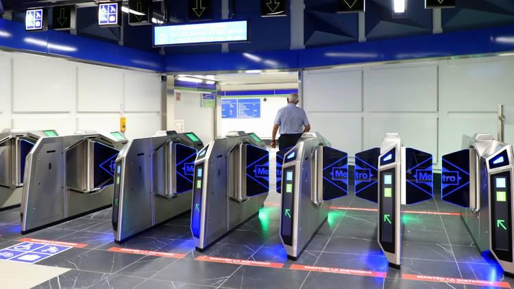 Los nuevos tornos ya están en 11 estaciones (Metro de Madrid)
