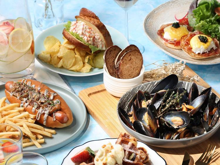Weekend brunch at The Ritz Carlton's The Lounge & Bar