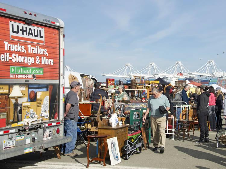 Alameda Point Antiques Faire, Alameda