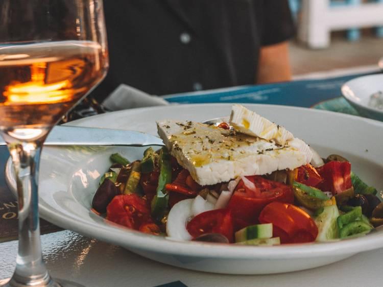 ギリシャ料理 タベルナ ミリュウは本場の雰囲気