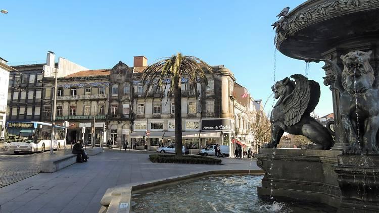 Praça de Gomes Teixeira / Praça dos Leões