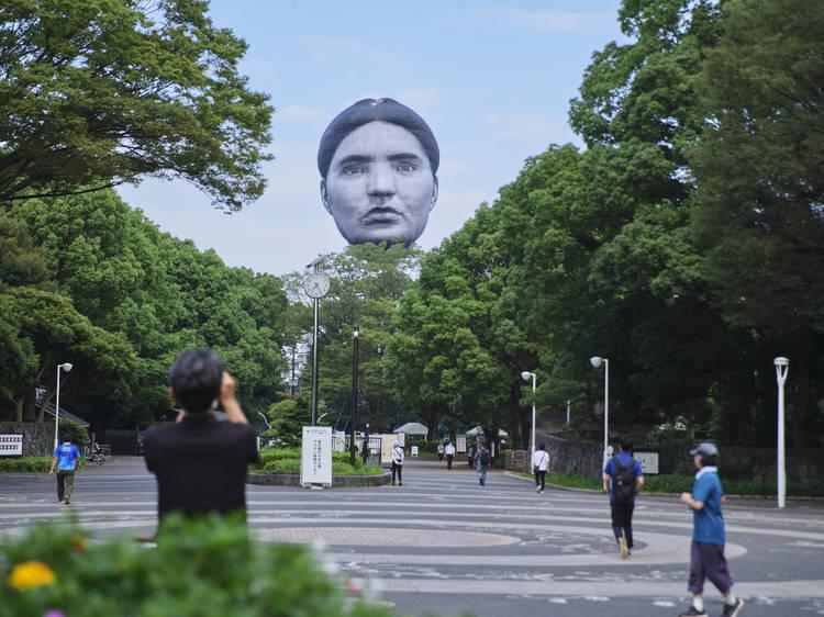 謎の気球アートプロジェクトを振り返る「顔報告会」がライブ配信決定