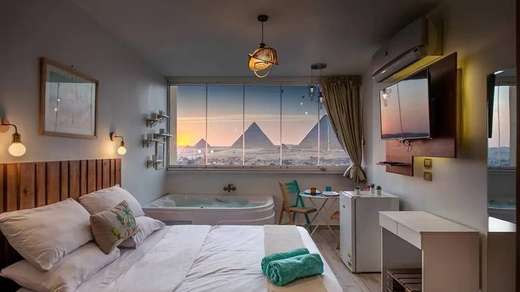 Airbnb with view over pyramids