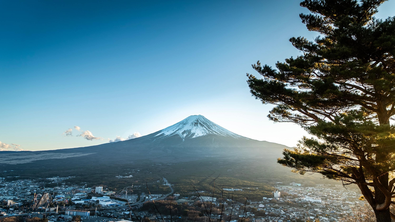 Monte Fuji recebeu a primeira camada de neve do ano