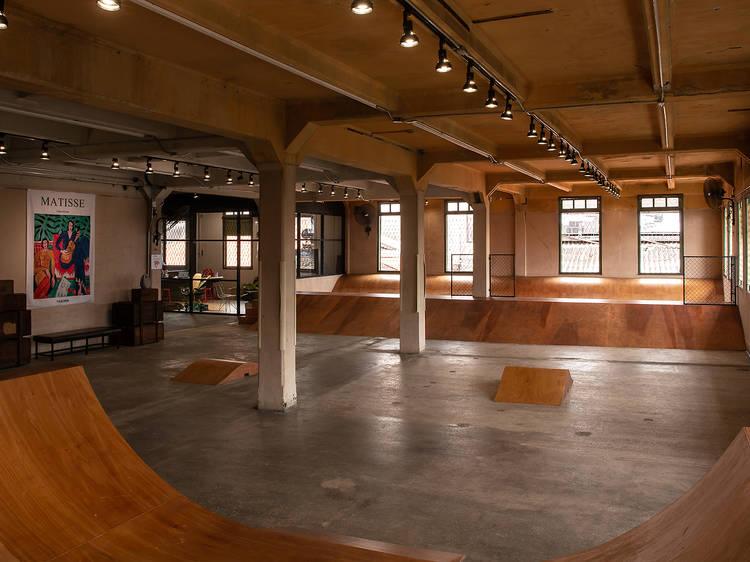 Jump Master Skate Haus ลานสเก็ตเปิดใหม่ในตึกเก่าอายุ 100 ปีย่านเจริญกรุง