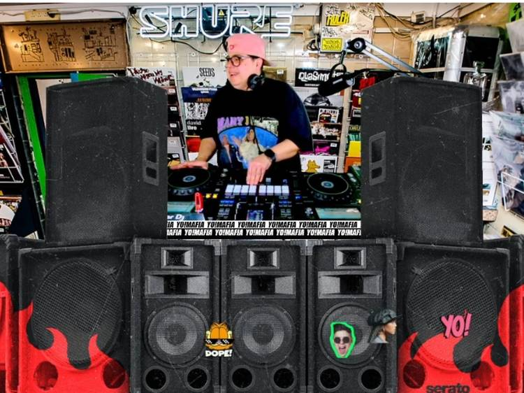 Dance your ass off with this online DJ