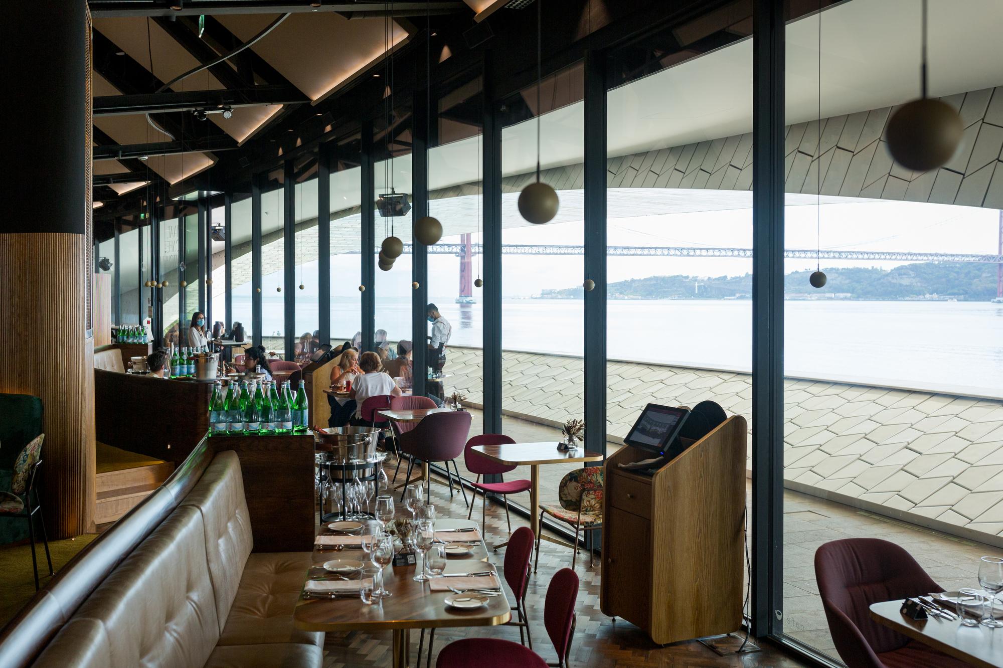 Dentro do maat, nasceu um restaurante virado para o Tejo e para o Mediterrâneo