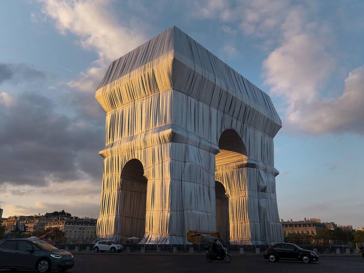 Jeanne-Claude et Christo à l'Arc de Triomphe : offrande divine ou cadeau empoisonné ?