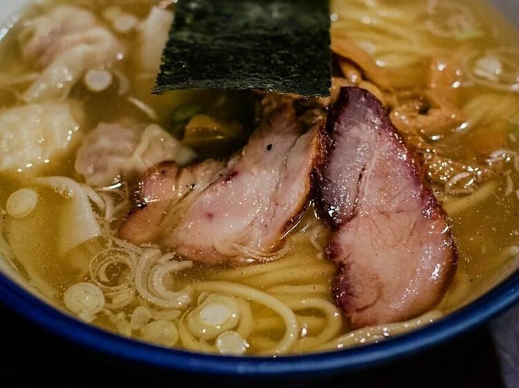 Neotokyo : Un bar à nouilles japonais néo-futuriste ouvre ses portes à Montréal cet hiver