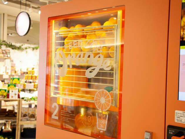 日本初上陸、生搾りオレンジジュースの自動販売機が渋谷マルイに登場