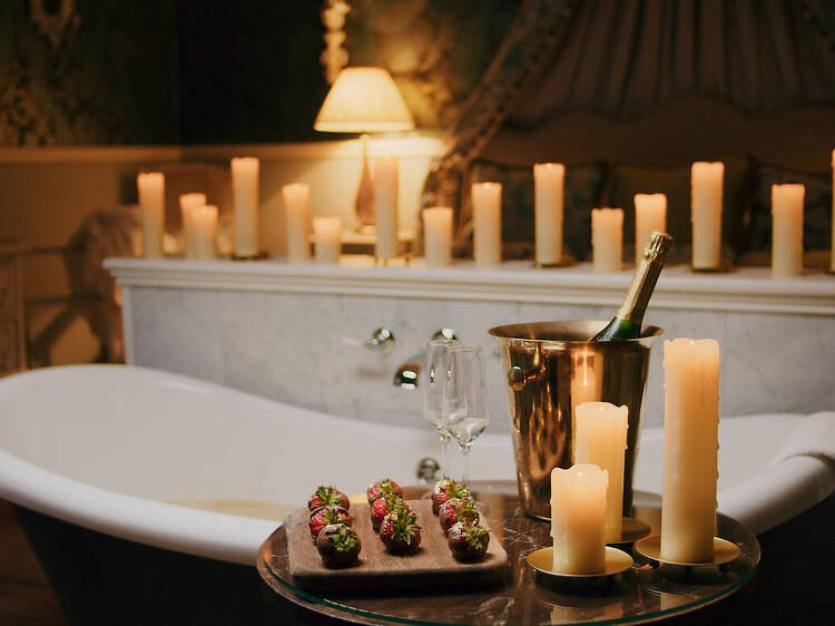 No, it's not pee: you can bathe in actual champagne at this hotel in the UK
