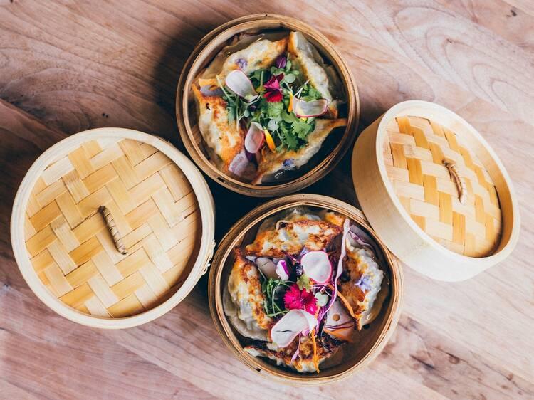 JIAO, bar à dim sum du Vieux-Montréal, organise un brunch arrosé avec des dumplings à volonté