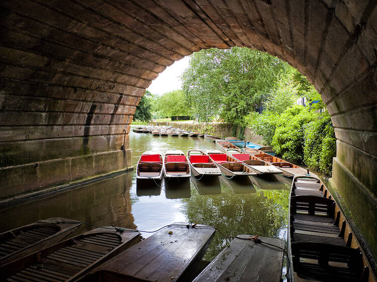 Discover Oxford's backwaters on a punt