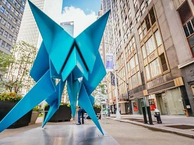 インスピレーションは折り紙、ニューヨークの路上に巨大彫刻が出現