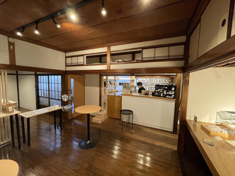田原町に昆虫食の総合ショップ、タケ-ノコがオープン