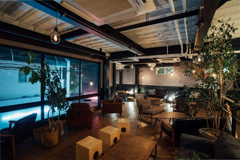 花や樹木で彩られた空間でデジタルデトックスできるカフェが原宿に誕生