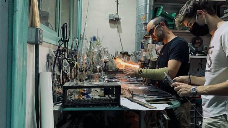 "Fotograma de l'audiovisual "" New Crafts Digital Revolution"""