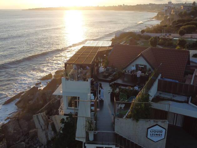 Liquid Lounge Bar serve cocktails no mar com recurso a drones