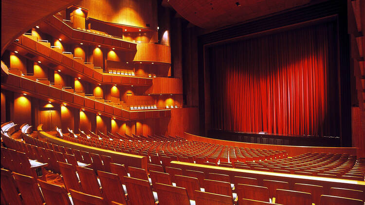 Photo: 新国立劇場