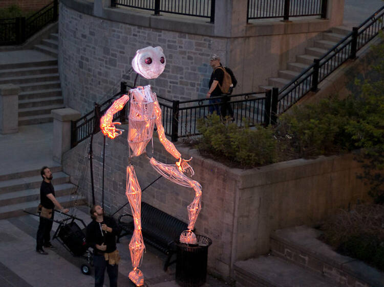 A giant puppet walk in the streets