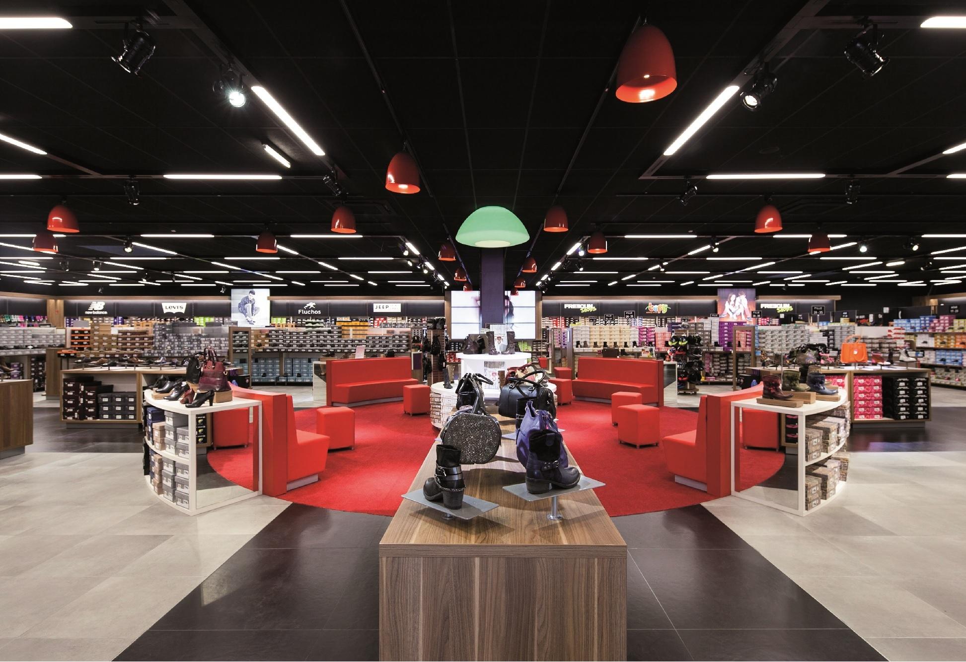 Abre la tienda de zapatos más grande de Madrid