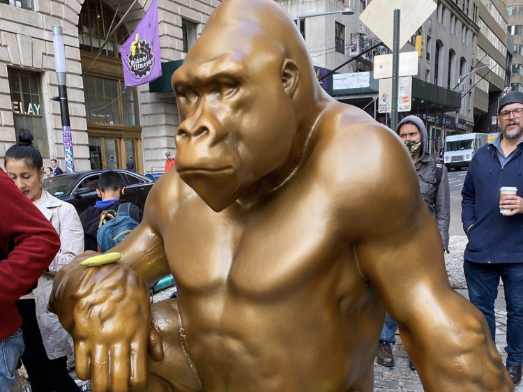 A 7-foot-tall gorilla statue is now facing the Charging Bull by Wall Street