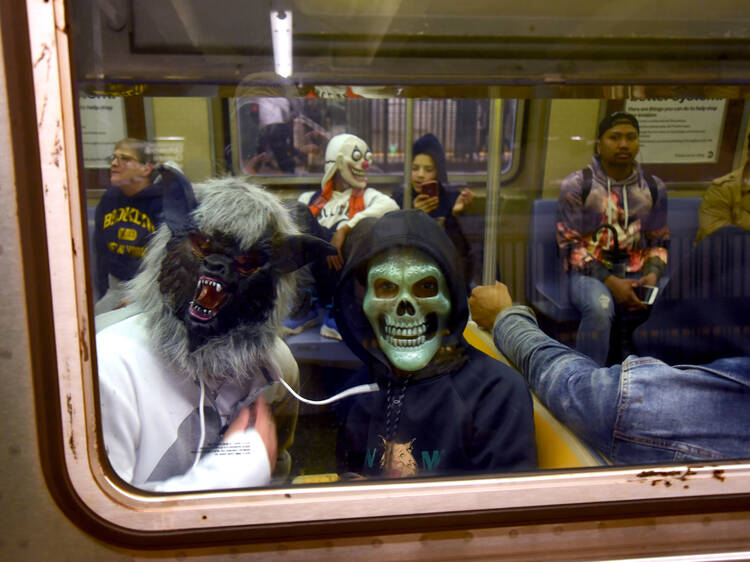 21 hilarious NYC-inspired halloween costumes