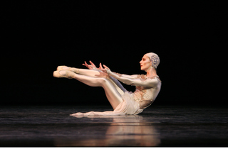Alina Cojocaru in Gloria. Photo Dee Conway.jpg