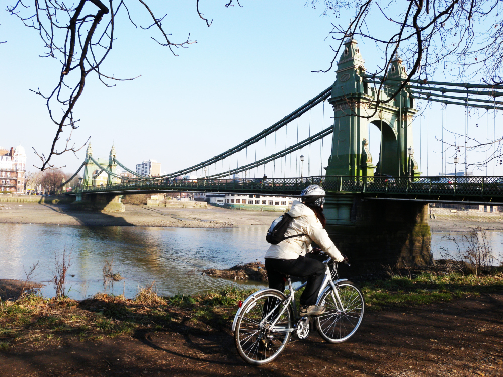 Cycle the Thames Path