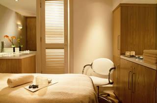 Carlton Tower Treatment room a[1].jpg