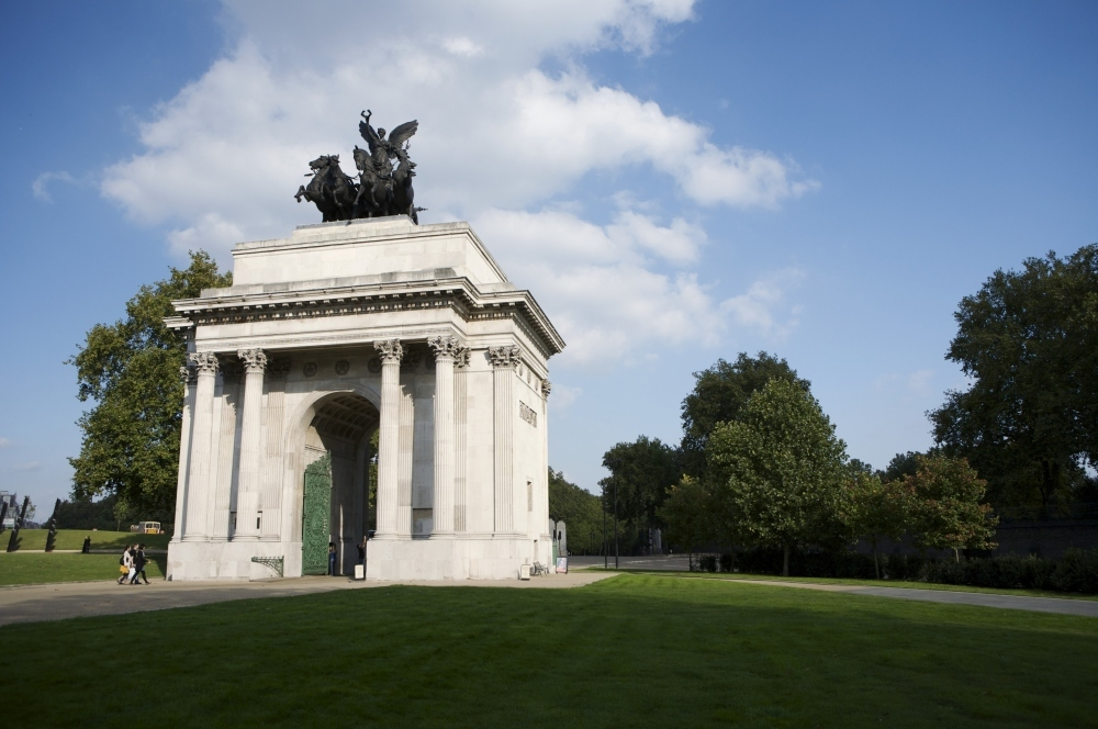 Admire the war memorials at Hyde Park Corner