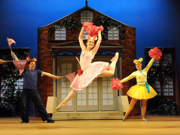 Angelina Ballerina the Mousical: Ballet Girls & Hip-Hop Boys