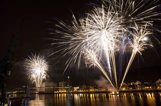 Fireworks finale by the Royal Victoria Docks, Newham London 2010.jpg