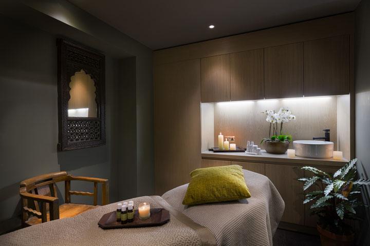 desain interior ruang spa bergaya minimalis modern dengan kesan etnik tradisional