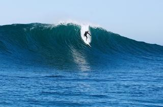 Gabe Davies surfing at 'Ail.jpg