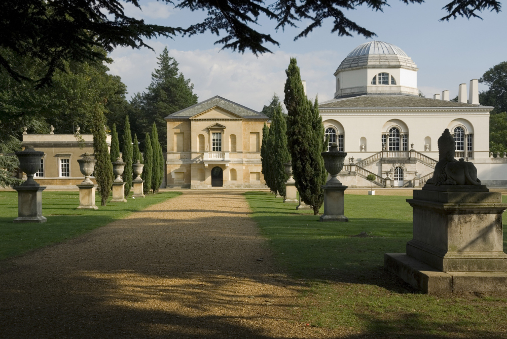 Wander in flowers at Chiswick House