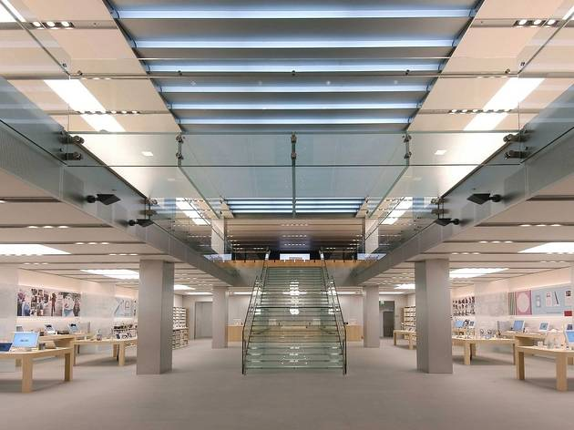 Apple Store Shopping In Mayfair London