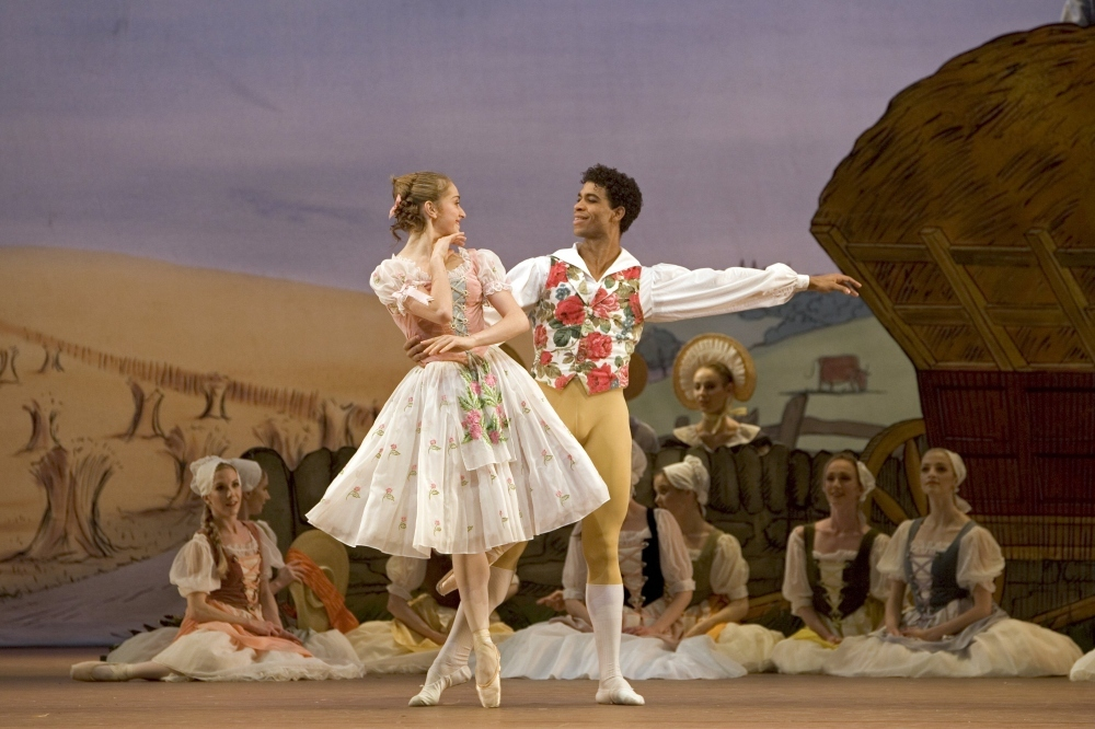 Dance_lafillemalgardee_royaloperahouse_2010press_CREDIT_Bill Cooper (1).jpg