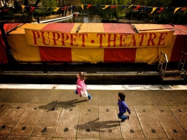 Watch: Puppet Theatre Barge