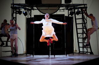 THEATRE_TheRedShoes_CREDIT_SteveTanner_press2011.jpg