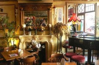 Le Quecum Bar