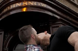 johnsnowkiss.jpg