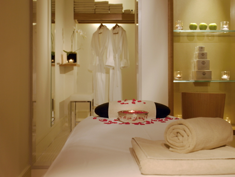 SHOPPING_BrownsSpa_Press2011.jpg
