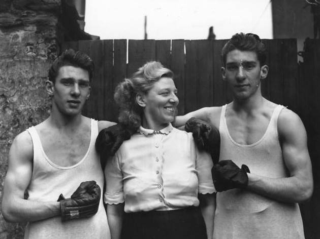 Boxing Krays_Amateur boxers Reggie (left) and Ronnie Kray with their mother Violet Kray, 1950.jpg