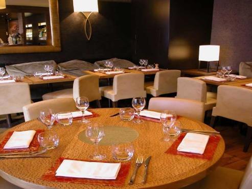 le cou de la girafe 7 rue paul baudry 75008 restaurants and caf s time out paris. Black Bedroom Furniture Sets. Home Design Ideas