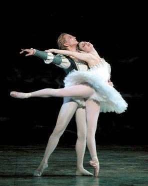 COUPLING Wiles and Hallberg perform Swan Lake.