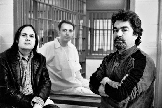 <p>Berlinger, far right, with codirector Bruce Sinofsky (far left) and defendant Damien Echols.</p>