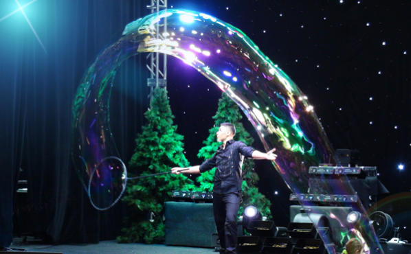 Deni Yang in Gazillion Bubble Show
